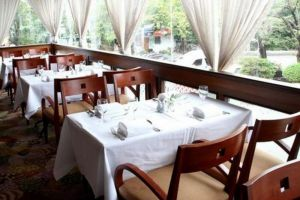 Louis'-Tavern-Hotel-Bangkok-Thailand-Meeting-Restaurant.jpg