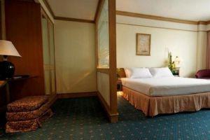 Louis'-Tavern-Hotel-Bangkok-Thailand-Room.jpg