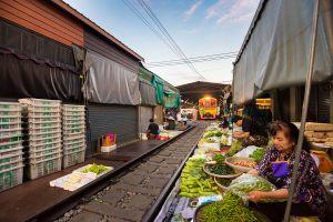 Mae-Klong-Railway-Hoop-Rom-Market-Samut-Songkhram-Thailand-01.jpg