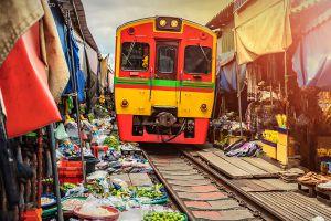 Mae-Klong-Railway-Hoop-Rom-Market-Samut-Songkhram-Thailand-02.jpg