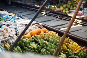 Mae-Klong-Railway-Hoop-Rom-Market-Samut-Songkhram-Thailand-05.jpg