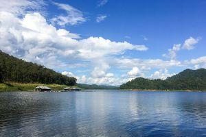 Mae-Ngat-Dam-Reservoir-Chiang-Mai-Thailand-001.jpg