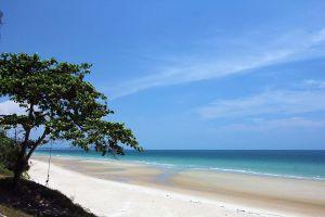 Mae-Ram-Phueng-Beach-Rayong-Thailand-01.jpg