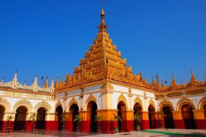 Mahamuni-Buddha-Temple-Mandalay-Myanmar-001.jpg