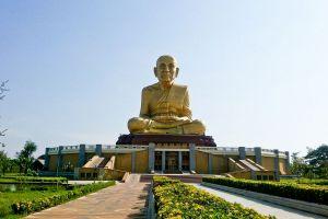 Maharat-Buddhist-Park-Ayutthaya-Thailand-01.jpg