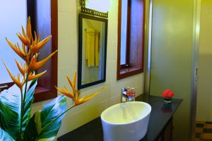 Maisons-Wat-Kor-Resort-Battambang-Cambodia-Bathroom.jpg