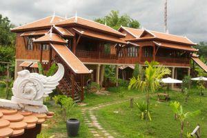 Maisons-Wat-Kor-Resort-Battambang-Cambodia-Garden.jpg