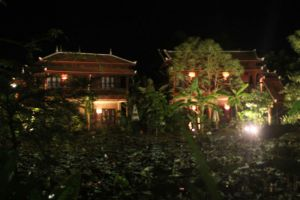 Maisons-Wat-Kor-Resort-Battambang-Cambodia-Nightview.jpg