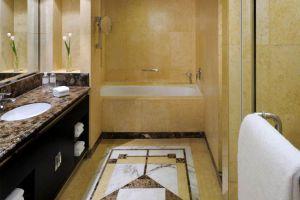Mandarin-Hotel-Orchard-Singapore-Bathroom.jpg