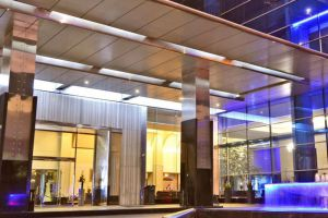 Manhattan-Hotel-Jakarta-Indonesia-Entrance.jpg