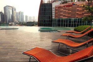 Manhattan-Hotel-Jakarta-Indonesia-Pool.jpg