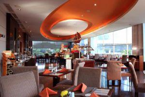 Manhattan-Hotel-Jakarta-Indonesia-Restaurant.jpg