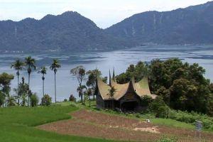Maninjau-Lake-West-Sumatra-Indonesia-002.jpg