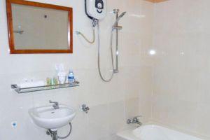 Manor-Guesthouse-Kampot-Cambodia-Bathroom.jpg
