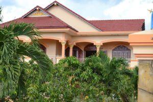 Manor-Guesthouse-Kampot-Cambodia-Building.jpg