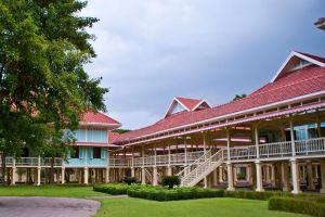 Maruekhathaiyawan-Palace-Cha-Am-Thailand-001.jpg