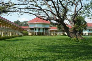 Maruekhathaiyawan-Palace-Cha-Am-Thailand-003.jpg