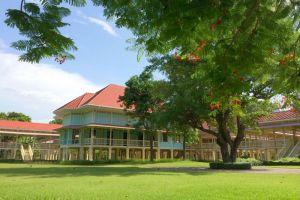 Maruekhathaiyawan-Palace-Cha-Am-Thailand-004.jpg