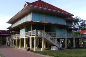 Maruekhathaiyawan-Palace-Cha-Am-Thailand-005.jpg