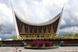 Masjid-Raya-Sumatera-Barat-West-Sumatra-Indonesia-002.jpg