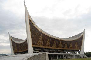 Masjid-Raya-Sumatera-Barat-West-Sumatra-Indonesia-004.jpg