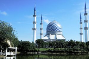 Masjid-Sultan-Salahuddin-Abdul-Aziz-Shah-Selangor-Malaysia-001.jpg