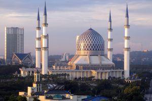 Masjid-Sultan-Salahuddin-Abdul-Aziz-Shah-Selangor-Malaysia-002.jpg