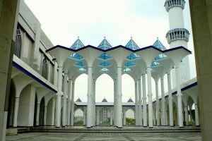 Masjid-Sultan-Salahuddin-Abdul-Aziz-Shah-Selangor-Malaysia-006.jpg