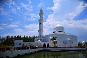 Masjid-Tengku-Tengah-Zaharah-Terengganu-Malaysia-002.jpg