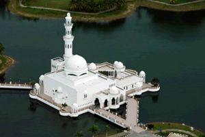 Masjid-Tengku-Tengah-Zaharah-Terengganu-Malaysia-003.jpg