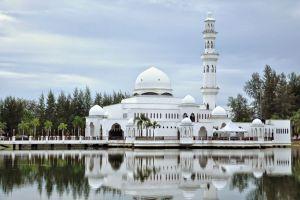 Masjid-Tengku-Tengah-Zaharah-Terengganu-Malaysia-007.jpg
