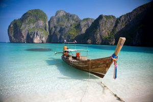 Maya-Bay-Phi-Phi-Krabi-Thailand-02.jpg