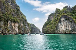 Maya-Bay-Phi-Phi-Krabi-Thailand-03.jpg