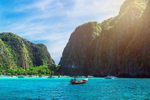 Maya-Bay-Phi-Phi-Krabi-Thailand-04.jpg