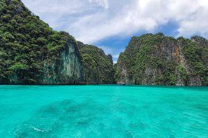 Maya-Bay-Phi-Phi-Krabi-Thailand-05.jpg