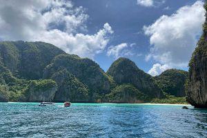 Maya-Bay-Phi-Phi-Krabi-Thailand-06.jpg