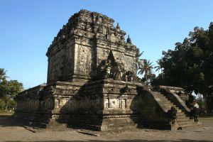 Mendut-Temple-Monastery-Central-Java-Indonesia-001.jpg
