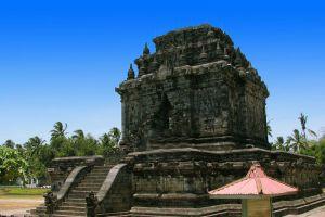 Mendut-Temple-Monastery-Central-Java-Indonesia-004.jpg