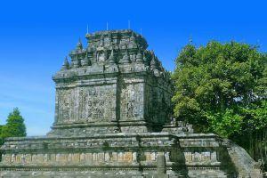 Mendut-Temple-Monastery-Central-Java-Indonesia-006.jpg