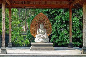Mendut-Temple-Monastery-Central-Java-Indonesia-007.jpg