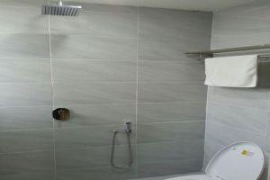 Merlin-Hotel-Penang-Bathroom.jpg