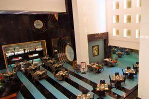 Merlynn-Park-Hotel-Jakarta-Indonesia-Restaurant.jpg