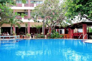 Mermaids-Beach-Resort-Pattaya-Thailand-Pool.jpg