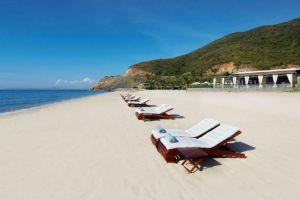 Mia-Resort-Nha-Trang-Vietnam-Beachfront.jpg