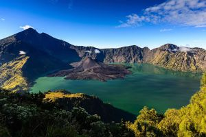 Mount-Rinjani-West-Nusa-Tenggara-Indonesia-001.jpg