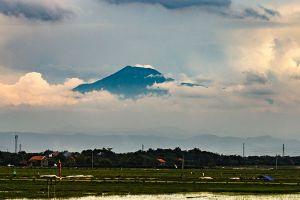 Mount-Slamet-Volcano-Central-Java-Indonesia-002.jpg