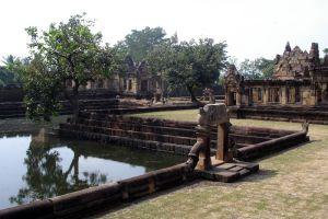 Mueang-Tam-Stone-Sanctuary-Buriram-Thailand-003.jpg
