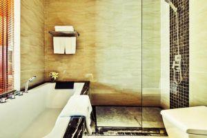 Muong-Thanh-Quang-Ninh-Hotel-Halong-Vietnam-Bathroom.jpg