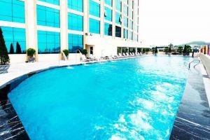 Muong-Thanh-Quang-Ninh-Hotel-Halong-Vietnam-Pool.jpg
