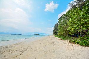 Nang-Rong-Beach-Chonburi-Thailand-06.jpg